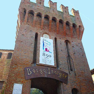 Vista del borgo - torre d'ingresso